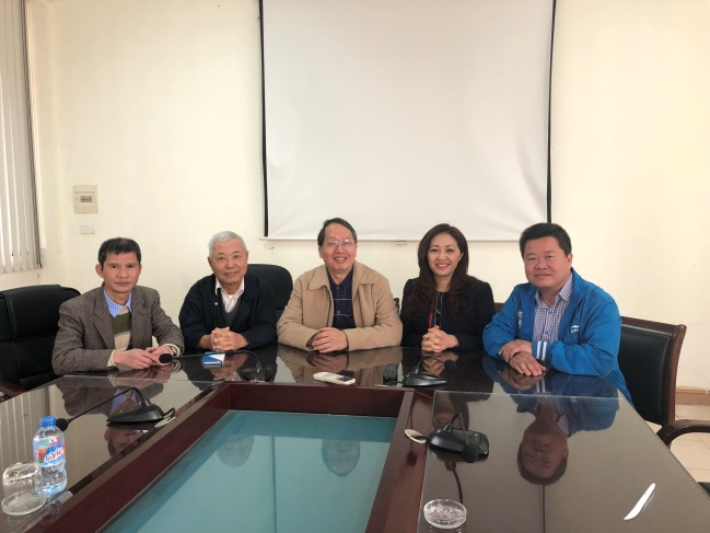 Meeting with PPRI Deputy Director (first from left), the Director of plant disease group, Dr. Dao (first from right), and the former director, Dr. Ngoc, about the cooperation.