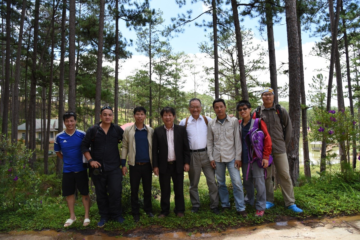 Project partners from SIE, Bidoup Nui Ba National Park, KBCC and the TFRI.