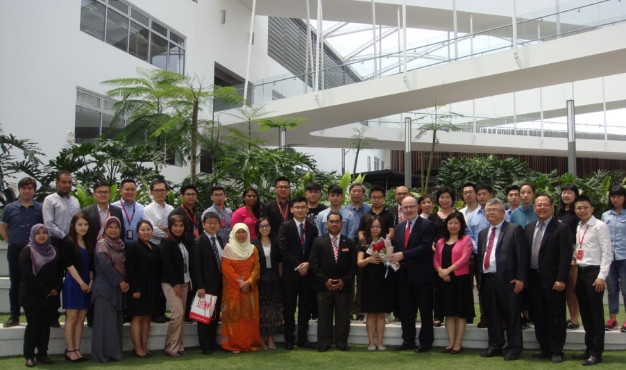 Taiwan delegation and Malaysian officials and students  