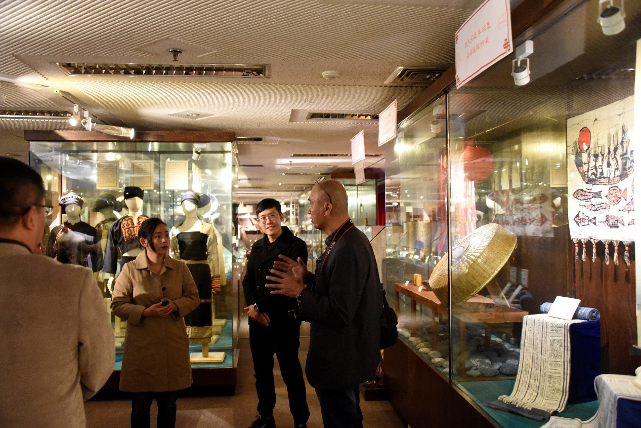 IFSU President and scholars visiting the ethnology museum of the department of ethnology, NCCU
