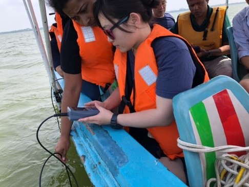 The research team of Professor Chin-Chang Hung (Department of Oceanography, NSYSU) and Professor kamal Ranatunga (Department of Zoology, USJP) collected the samples from the lagoon to the coast.