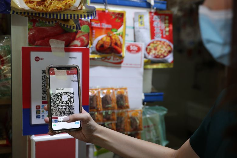 疫情助攻數位化 新加坡1/3市場攤販提供電子支付的標題圖片