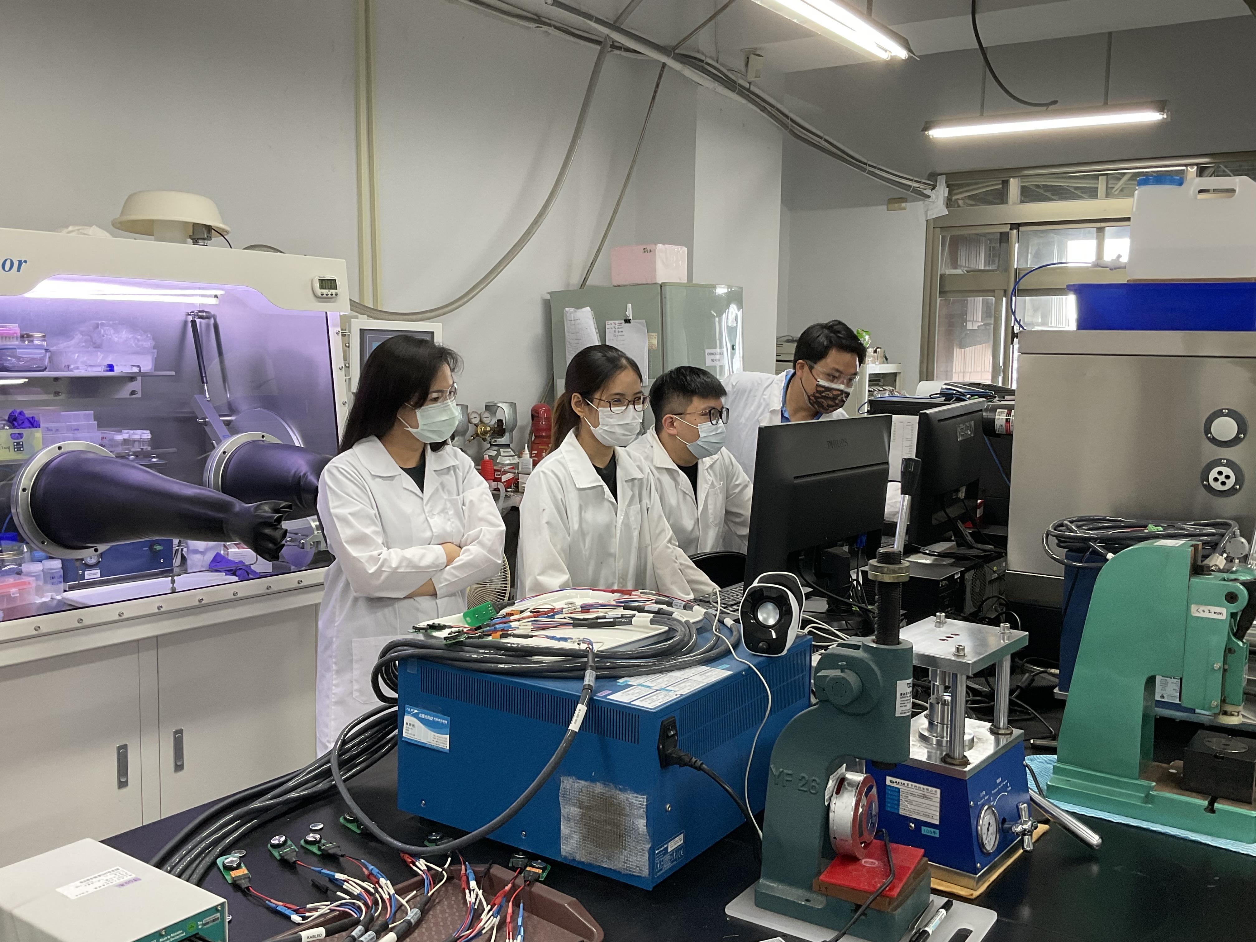 成大新南向攬才跨域合作 研發高效能鋰離子電池與碳捕捉技術的標題圖片