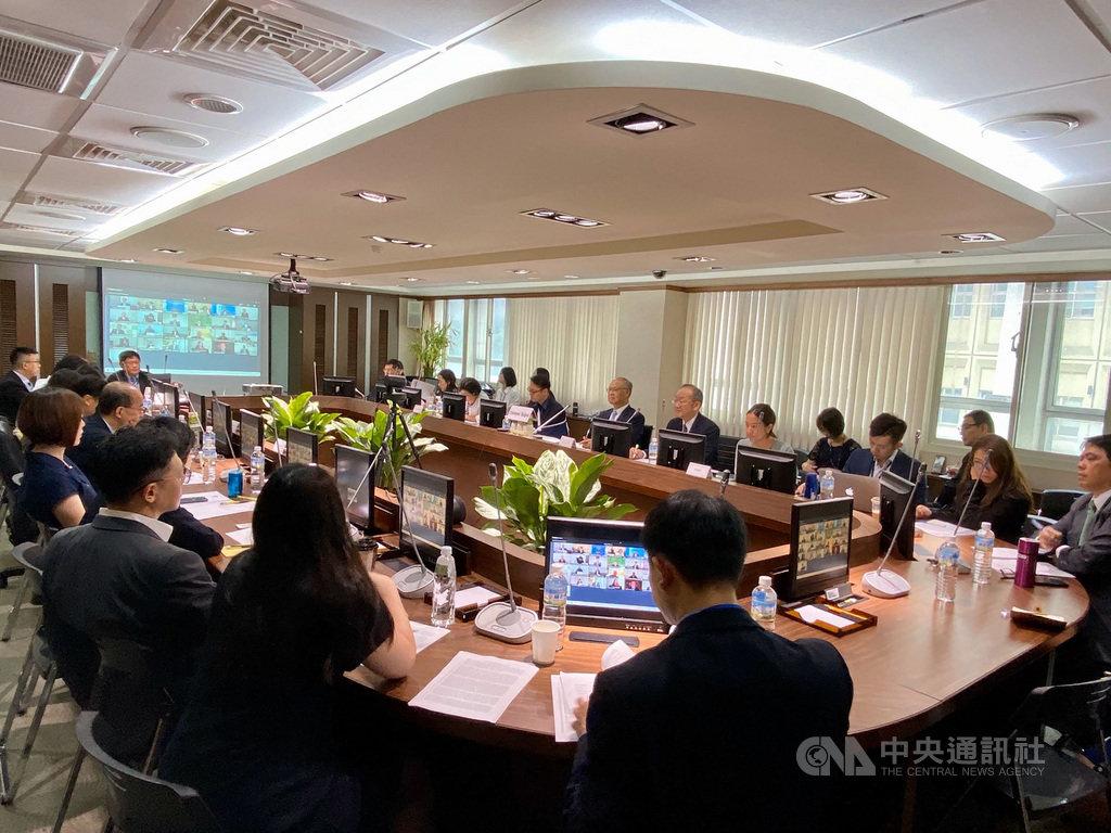 亞太經濟合作召開視訊貿易部長會議,呼籲各國合作恢復必要物資流通與人員跨境移動的標題圖片