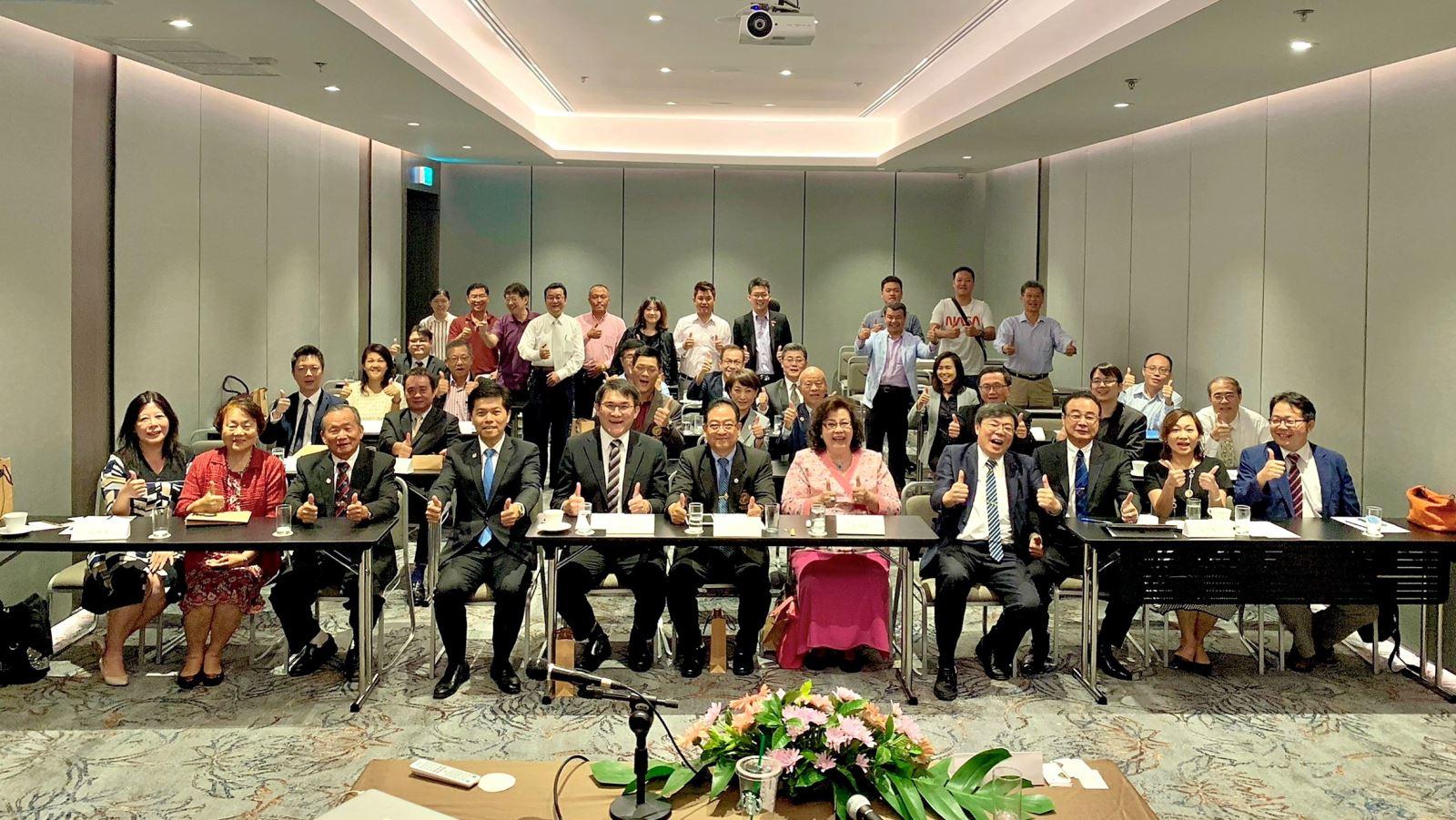 圖3:成大與泰國臺商代表合照