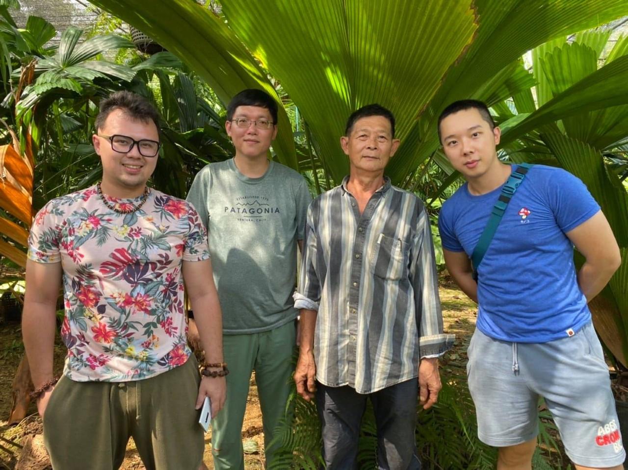 KBCC團隊與Poonsak Vatcharakorn在他的苗圃中合影