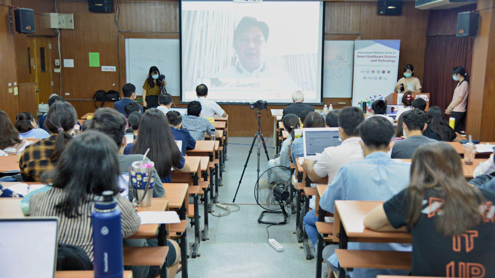 圖9 :瑪希敦大學教授介紹泰國醫療機器人發展