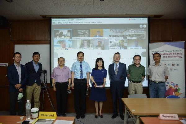 成大蘇慧貞校長、蘇芳慶副校長與線上國際學者合照
