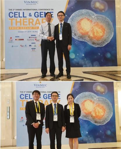 國璽幹細胞技術總經理林珀丞博士(中)率領研發團隊梁瑞岳博士及研發副工程師王麗郡參與「細胞與基因治療」國際研討會,並與VRISG所長Nguyen Thanh Liem教授於研討會會場合影。
