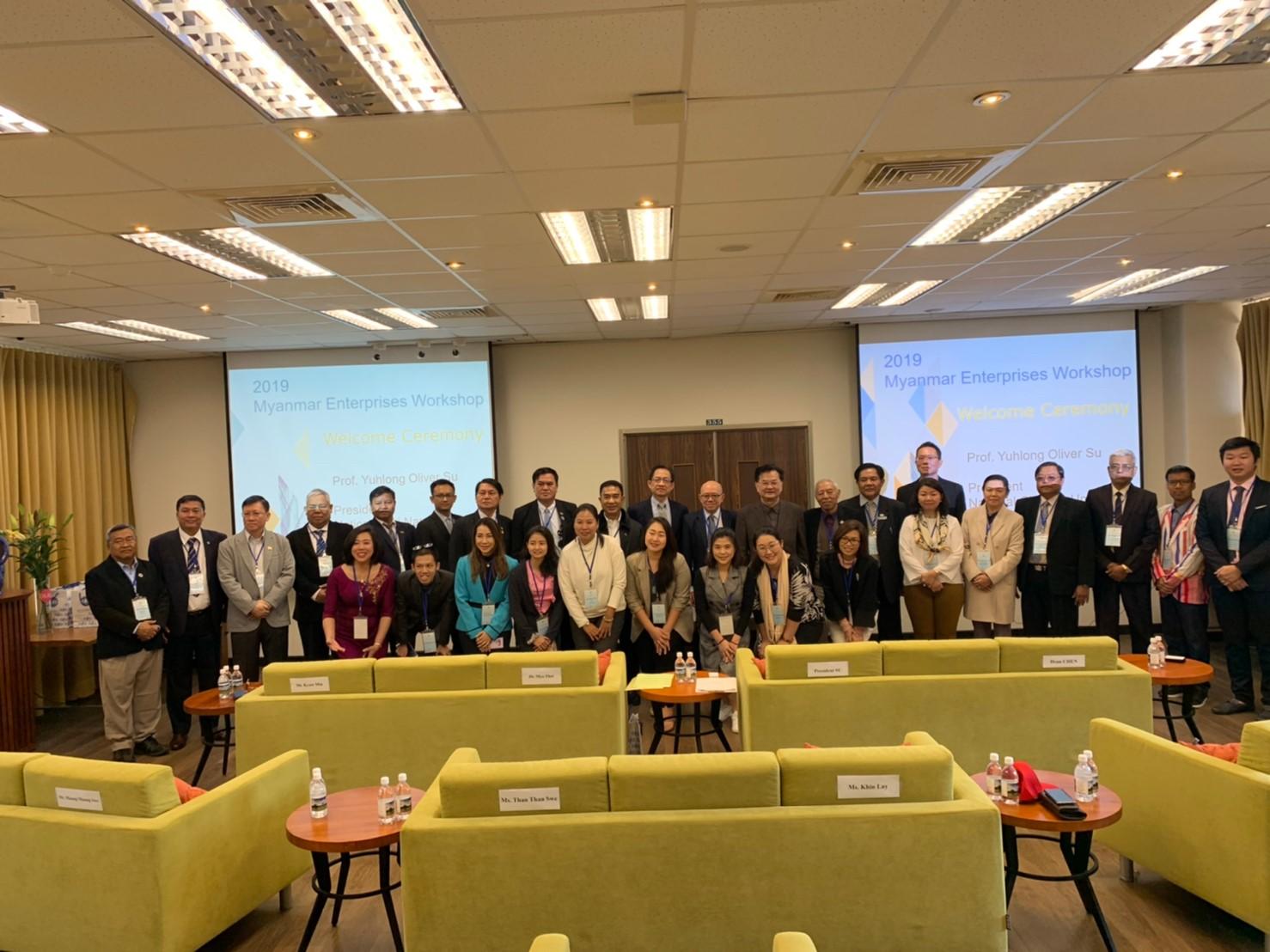 2019.12.18 本校蘇玉龍校長與UMFCCI副主席Dr. Myo Thet帶隊的26位代表於說明會後合影