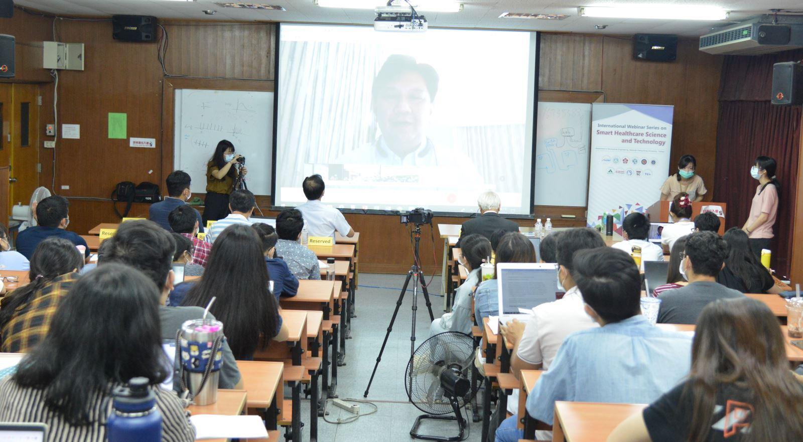 泰國Mahidol 大學工學院副院長Yodchanan Wongsawat與成大及新南向國家連線