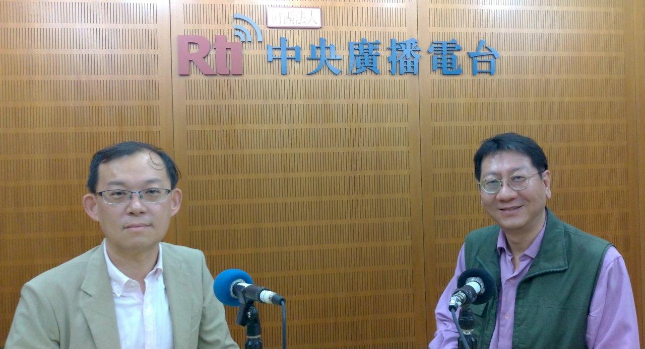中興大學國際長陳牧民教授(左)接受「這樣看中國」節目主持人張正霖專訪