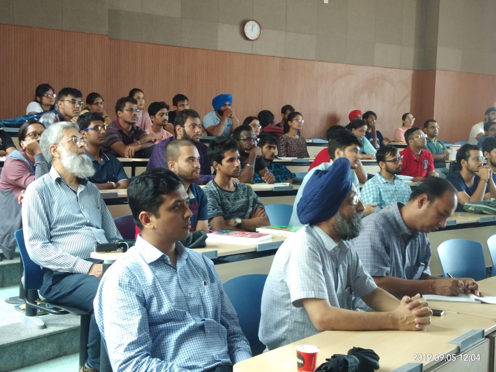 臺印度人工智慧海外科研中心柯仁松教授獲邀於印度理工大學羅巴爾分校進行AI專題演講