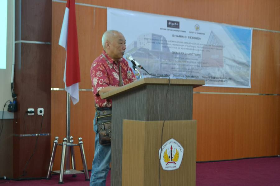 Prof. Dr Bien Chiang delivering his general lecture to Universitas Tanjungpura students