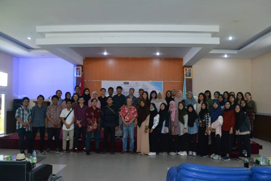 Session group photo of the participant and Prof. Dr Bien Chiang