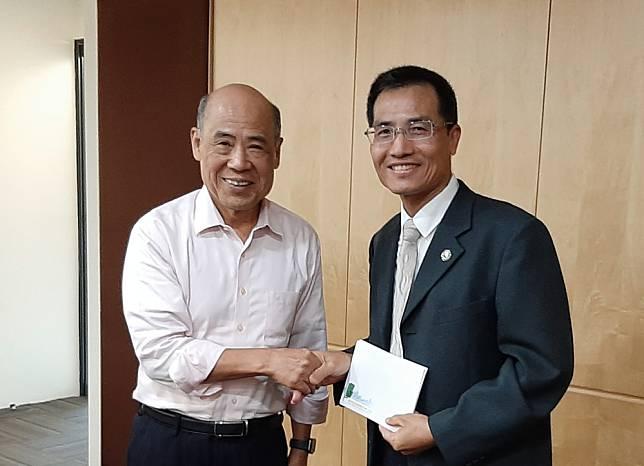 中華智慧運輸協會張永昌理事長(左)與科管局林輝宏組長